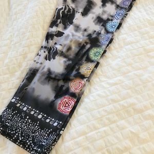 Onzie Chakra Psychedelic Capri Yoga Pants 🧘♀️
